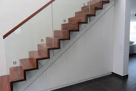 schrank unter treppe schräge schränke