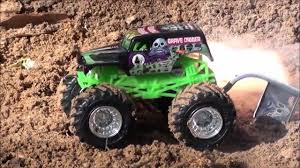 grave digger 30th anniversary monster truck toy wheels monster jam monster truck surprise unboxing grave