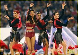 18 best selena gomez thanksgiving halftime performance in dallas