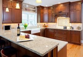 cuisine armoire brune conseils déco et relooking ajouter l élégance à votre cuisine