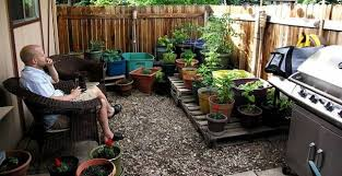 Small Backyard Designs On A Budget Family Gardens Contemporary Gardens Small Gardens Roof Gardens