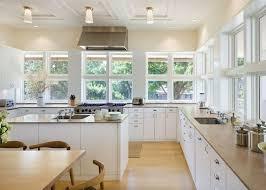 cuisine blanche parquet cuisine blanche sous le feu des projecteurs en 55 idées