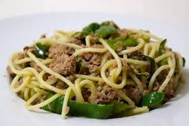 cuisiner le poivron vert recette de spaghettis thon citron et poivron vert dine move