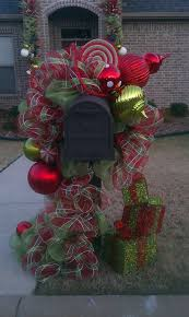 Christmas Mailbox Decoration Greenery by Best 25 Large Outdoor Christmas Decorations Ideas On Pinterest