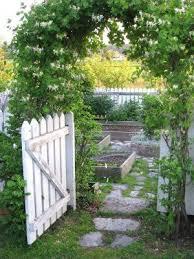 25 best picket fence garden ideas on pinterest define corner