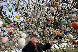 german easter egg tree decorates tree with 10 000 easter eggs in germany wptv