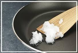 huile de coco en cuisine un peu plus green l huile de coco le soin aux milles vertus
