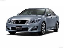 toyota crown hybrid photos photogallery with 8 pics carsbase com