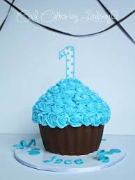 cupcake magnificent large cupcake cake decorating ideas how to