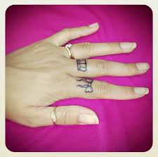 tattoo on finger bow women show cool simple small crown finger tattoo design golfian com