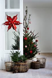 cozy christmas decor in wicker red and green inspire