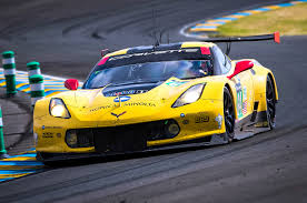 chevrolet corvette racing for chevrolet and ford the road to le mans motor trend