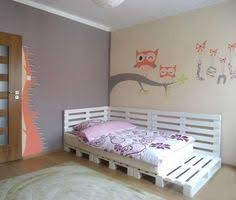 Making A Platform Bed From Pallets by Pallet Beds For Little Girls Pallet Projects Pinterest