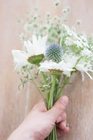 Diy Bridal Bouquet Homegrown Wedding Flowers Diy Bridal Bouquet Of Cow Parsley