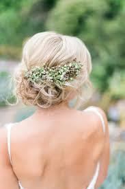 Hochsteckfrisurenen Mit Blumen Selber Machen by Blumen In Der Hochsteckfrisur Stecken Natürlicher Haarschmuck