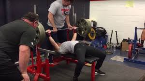 watch this woman bench press 325 pounds in front of an entire