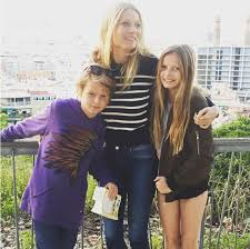 apple martin and chris martin gwyneth paltrow daughter apple a happy 13th birthday people com