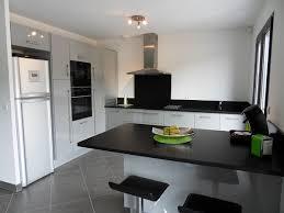 cuisine carrelage gris cuisine carrelage gris clair idées de décoration capreol us