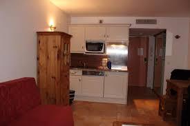 cuisine equipement vue de l équipement cuisine lv frigo four vaisselle
