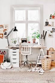 bureau deco design bureau deco scandinave en tons naturels vu sur instagram