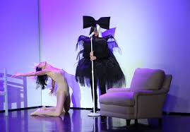 kelly and michael halloween 2017 ellen degeneres and heidi klum perform as sia and maddie ziegler
