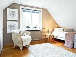 comment tapisser une chambre comment tapisser une chambre chambre mansardace avec plafond blanc