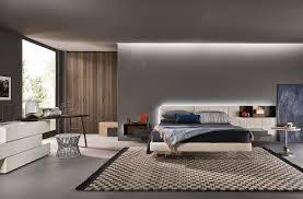 Schlafzimmer Braunes Bett Modernes Schlafzimmer Von Livitalia Mit Schwebendem Bett Und