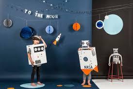 chambre theme espace déco anniversaire thème espace astronaute meri meri déco design