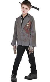 how to make a convincing zombie costume in 30 minutes or less