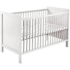 chambres bébé pas cher acheter un lit à barreaux pourquoi le faire