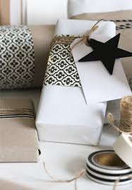 black and white gift wrap 20 creative gift wrapping ideas makoodle