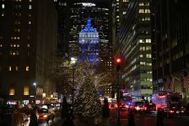 California Wildfires Yahoo by It U0027s Beginning To Look Like Christmas In The Big Apple