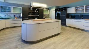 cuisine avec ilot central arrondi cuisine ouverte avec îlot central 58 sublimes modèles d aménagement