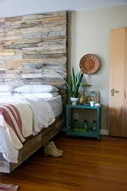 Build A Platform Bed With Cinder Blocks by 30 Ingenious Wooden Headboard Ideas For A Trendy Bedroom