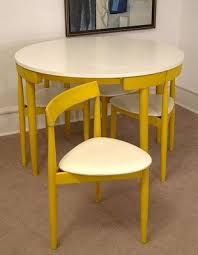 Triangular Kitchen Table by Best 25 Space Saving Dining Table Ideas On Pinterest Space