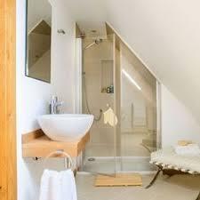 si e de bain pour b une salle de bain avec une sous combles deco
