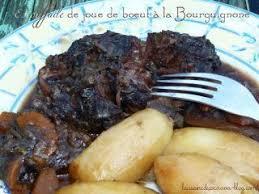 cuisiner une joue de boeuf estouffade de joue de boeuf à la bourguignonne recette ptitchef