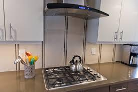 arrange the open shelves in your kitchen renomania straight line