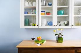 glass front kitchen cabinets for a fashionable look in the kitchen