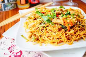 cuisiner des pates chinoises nouilles chinoises au poulet aux légumes aux délices du palais