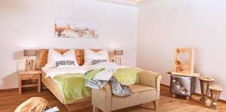 Schlafzimmer Zirbe Die Wirkung Der Zirbe Ruwies