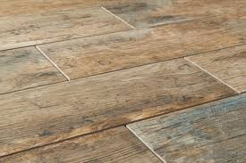 Ceramic Floor Tile That Looks Like Wood Ceramic Tile Wood Look Flooring Leola Tips