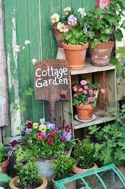 idee fai da te per il giardino le cassette della frutta idee fai da te per arredare il giardino