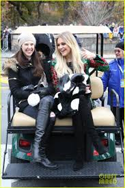 abc thanksgiving day parade kelsea ballerini had a night out on broadway with taylor swift