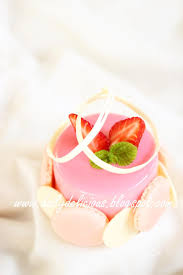 dailydelicious chaleur strawberry and white chocolate mousse
