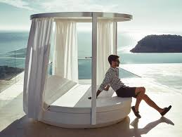 vela canopy daybed provides sun protection with retractable curtains
