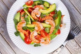 cuisiner des avocats la meilleure recette de salade d avocat crevettes et tomates
