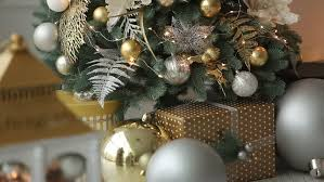 New Years Eve Tree Decorations by New Years Eve Party Dinner Table With Gold White And Black Theme