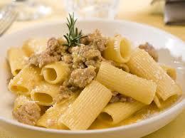 recette de cuisine italienne rigatoni à la chair de saucisses et oeufs cuisine italienne