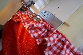 fabriquer un tablier de cuisine tablier de cuisine couture tablier cuisine r tro noel rock